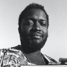 Jacob Desvarieux du groupe Kassav porte le disque d'or © Getty Images : Philippe GIRAUD (1986)